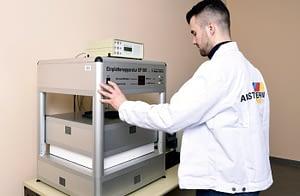 Hővezetési tényező mérés az Austrotherm laboratóriumában